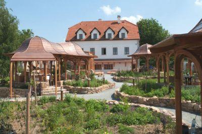 Rekonstrukce restaurace a centra tělesné terapie
